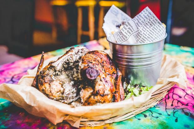 Pollo Loco serwuje kurczaka z rożna przygotowanego po peruwiańsku w niezwykle aromatycznej mieszance ziół.