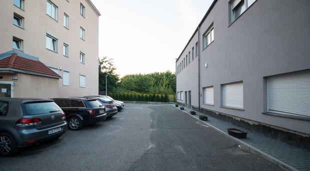 Do parku będzie można też dostać się wejściem na tyłach budynku Wojska Polskiego 39 (po lewej).