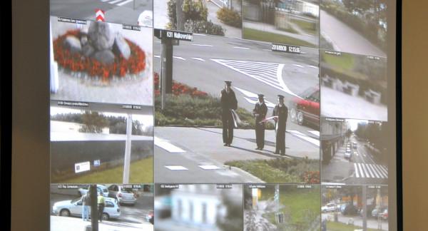 W Gdyni przy obsłudze monitoringu w trzyzmianowym systemie pracuje 28 operatorów. Lepsza jakość kamer ma być dla nich ułatwieniem.