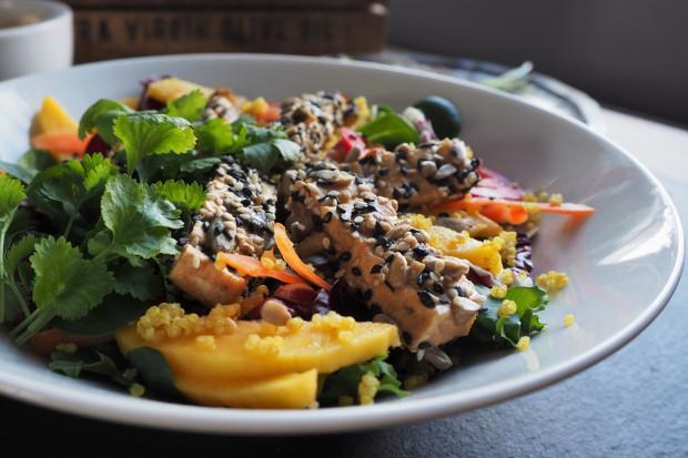 Dieta wegańska może dostarczać wszystkich niezbędnych składników odżywczych, ale wymaga ona znajomości zasad łączenia składników.
