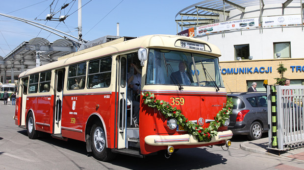 Zabytkowy trolejbus Skody z 1975 r.