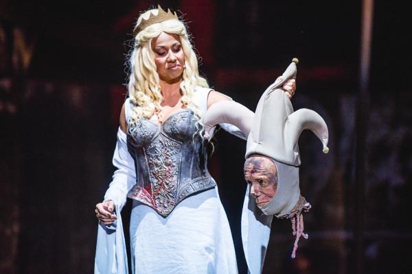 Bardzo dobrą rolę Królowej Calanthe zagrała Karolina Trębacz (na zdjęciu).