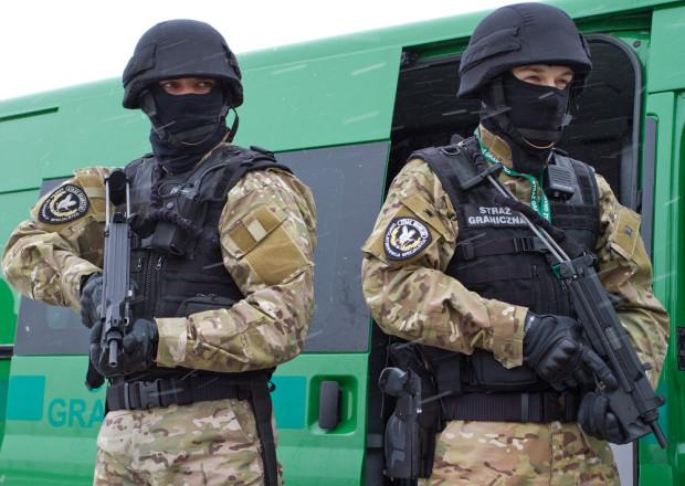 Funkcjonariusze ZIS używają m.in. polskich pistoletów maszynowych Glauberyt.