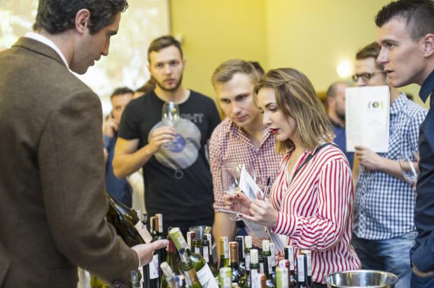 Uczestnicy festiwalu mieli okazję spróbować ponad 300 różnych win oraz porozmawiać z ich producentami.