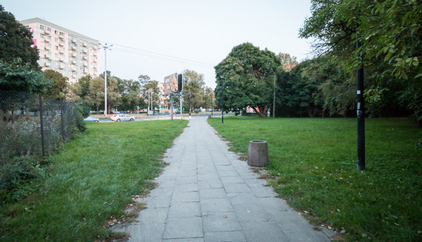 Projekt planu nakazuje zachować połączenie piesze al. Grunwaldzkiej (i dalej SKM) z ul. Czyżewskiego.