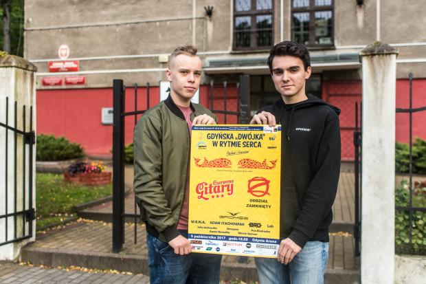 Kajetan i Paweł organizują koncert charytatywny, by zebrać pieniądze na leczenie kolegów.
