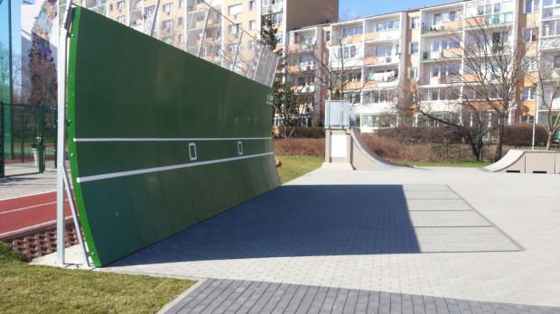 W gdańskim BO nie może być już projektów związanych z remontem szkół, ale znalazło się kilka związanych pośrednio jak ten z Przymorza: ścianki do tenisa dla dzieci ,rodziców i wszystkich mieszkańców jako uzupełnienie obiektów sportowych w szkołach.