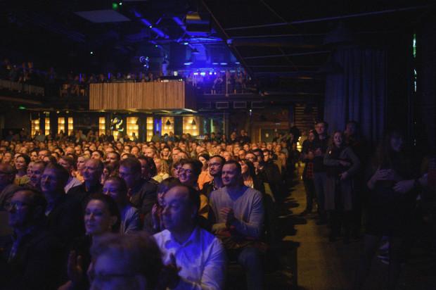 Najnowsze muzyczne wcielenie Tomasza Stańki obejrzała pełna sala.
