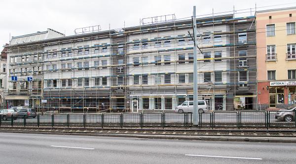 Prace przy rozbiórce budynku już się rozpoczęły. Od strony al. Grunwaldzkiej ustawiono rusztowanie budowlane.
