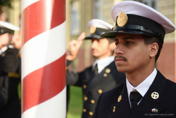 W Akademii Marynarki Wojennej studiuje wielu studentów z krajów arabskich, w tym z Kuwejtu czy Arabii Saudyjskiej.