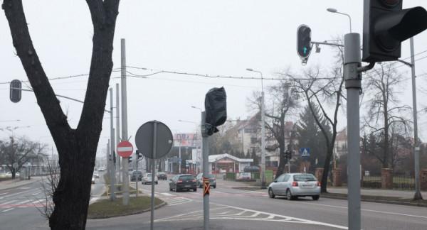 Zielone światło na al. Zwycięstwa ma być włączane przez pieszych przyciskiem.