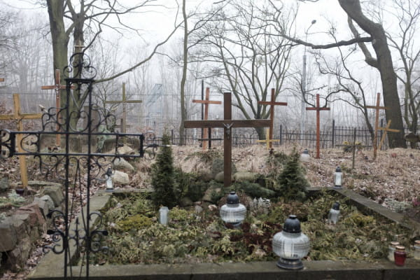 Przejście ma zapewnić dojście do znajdującego się na wysepce cmentarza, o który starają się dbać społecznicy i mieszkańcy Orłowa.