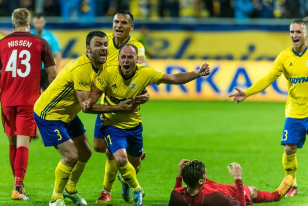 Rafał Siemaszko 4 z 5 goli, które strzelił w oficjalnych meczach tego sezonu, zdobył w Gdyni. Tak cieszył się po trafieniu w Lidze Europy.