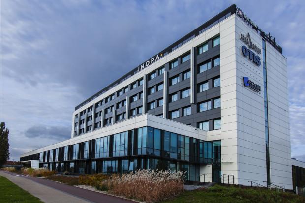 W budynku C 200 swoje biura ma m.in. Orange, IHSMarkit,Powel,SynevoCentral Lab, OTIS,AllstarsiNeoteric. Wynajęte jest 70 proc. powierzchni.