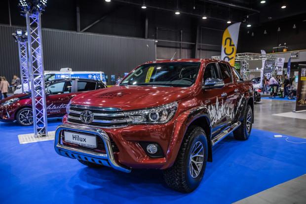 Ozdobą stoiska Toyota jest potężny Hilux w wersji Arctic Trucks.