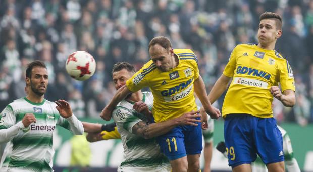 W seniorskich derbach Trójmiasta Michał Marcjanik zagrał raz, w poprzednim sezonie na stadionie w Gdańsku. Arka przegrała w nich 1:2.