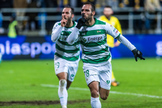 Radość braci Paixao po zwycięskim golu w derbach. Na pierwszym planie Flavio, za nim Marco.