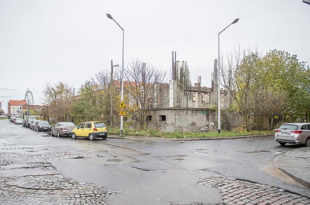 U zbiegu ulic Chmielnej i Jaglanej, na południowym krańcu Wyspy Spichrzów, nowy inwestor zamierza w przyszłym roku rozpocząć budowę mieszkań.