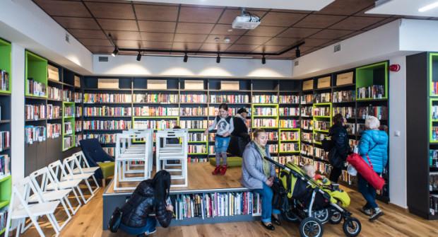 Bibliotekę w części zaprojektowali sami czytelnicy. W środku - oprócz książek - jest dużo przestrzeni do wypoczynku.