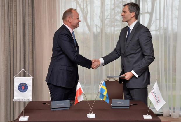 Firma Base Group z Koszwał pod Gdańskiem podpisała umowę z koncernem Saab. Na zdjęciu Gunnar Wieslander, szef stoczni Saab Kockums oraz Jakub Kaszuba, prezes Base Group.