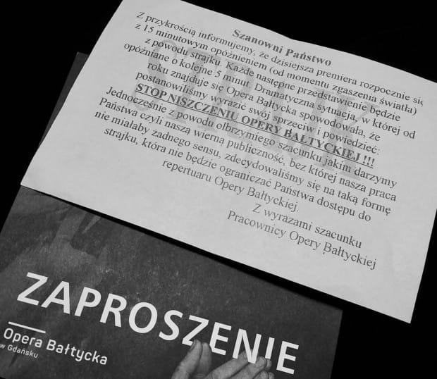 Pracownicy Opery Bałtyckiej już przy wejściu rozdawali ulotki z informacją, którą później powtórzył dyrektor i przedstawiciele związków zawodowych.