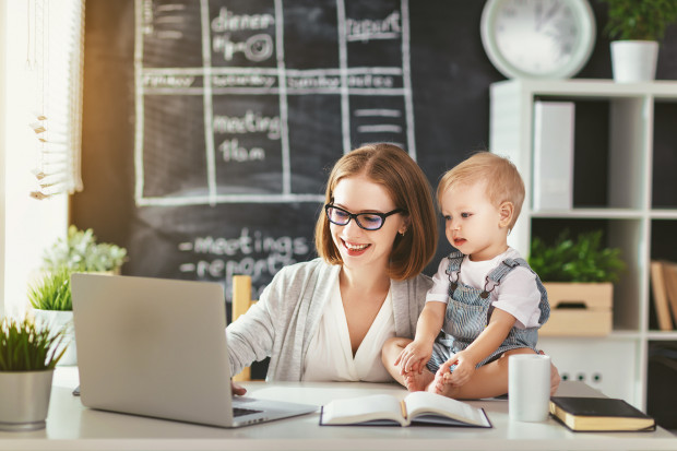 Coraz więcej firm docenia potencjał tkwiący w mamach. Są one postrzegane jako osoby odpowiedzialne, dobrze zorganizowane i lojalne wobec pracodawcy.