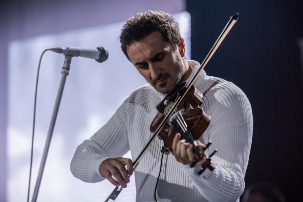 Sebastian Karpiel-Bułecka tradycyjnie nie tylko zaśpiewał, ale i zagrał na skrzypcach.