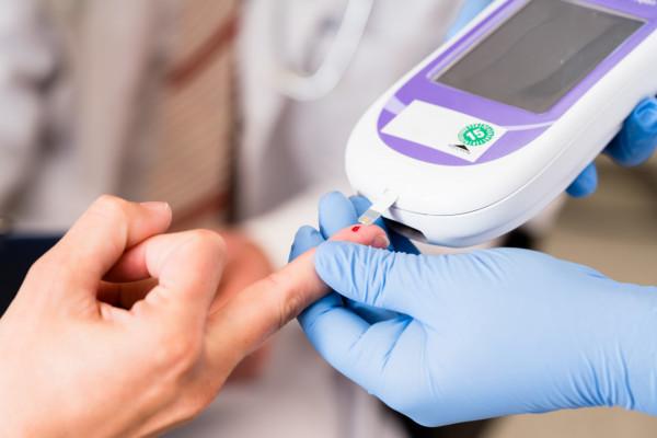 Najczęściej spotykane są dwa typy cukrzycy: typu 1 oraz typu 2. Pierwsza z nich charakteryzuje się całkowitym brakiem insuliny. Drugi typ wiąże się z narastającą insulinoopornością.