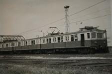 Berlińskie Modraki jeździły w Trójmieście przez ćwierć wieku, do 1976 r. Nz. jeden z nich, prawdopodobnie na stacji Gdynia Stocznia.
