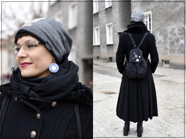 Podoba nam się, że Agnieszka bardzo chętnie wspiera lokalne marki oraz projektantów. Uwielbia czerń, która w jej wydaniu wcale nie jest nudna. Dzięki charakterystycznym i mocnym dodatkom, to połączenie wygląda bardzo ciekawie. Długi płaszcz w wojskowym stylu to idealne okrycie na jesień.