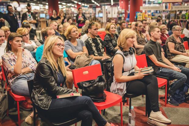 """Najciekawiej podczas Festiwalu Czytelniczego """"Sztuka Czytania"""" zapowiadają się spotkania 24 listopada w Bibliotece Manhattan w Gdańsku Wrzeszczu."""
