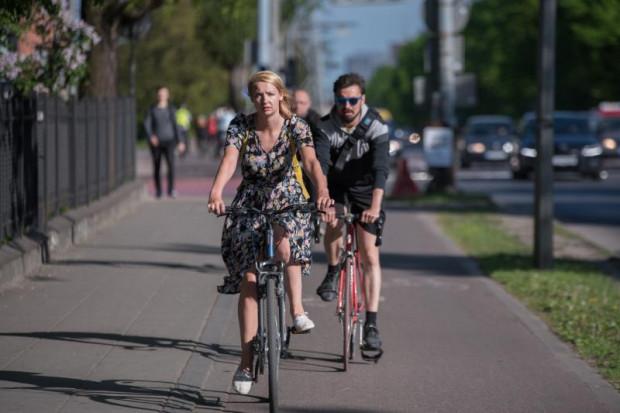 Nad szczegółami nowego współzawodnictwa jeszcze pracujemy i chcemy skupiać się nie tylko na rywalizacji na liczbę kilometrów, ale również na liczeniu dni aktywnych rowerowo. Zależy nam też na tym, żeby zasady były spójne i żeby taka kampania trwała kilka miesięcy, by w sposób bardziej trwały mogła przyczynić się do zmiany zachowań komunikacyjnych - mówi  gdański oficer rowerowy Remigiusz Kitliński.