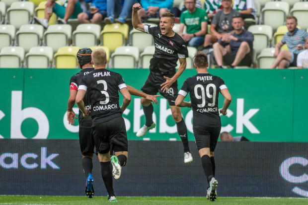 Piłkarze Cracovii w obu meczach bieżącego sezonu cieszyli się ze zwycięstw nad Lechią. W Gdańsku VAR im przeszkadzał, ale w Krakowie okazał się ich sprzymierzeńcem.