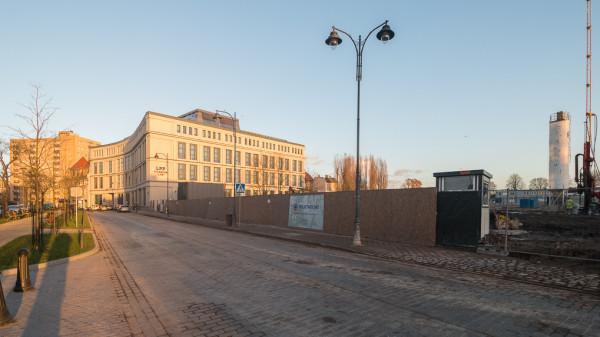 Siedziba LPP oraz teren, gdzie powstaną nowe budynki od 18 do 22 metrów wysokości.