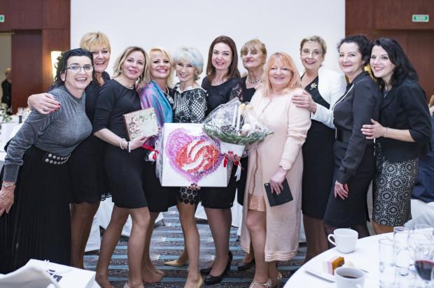 Gala Dress for Success to wydarzenie stworzone z myślą o przedsiębiorczych kobietach z Pomorza. Na zdjęciu: Joanna Karzełek, Bogusia Kowalska, Katarzyna Pycia, Beata Kołaczek, Iza Koralewska, Ewa Broda, Dorota Stasikowska Woźniak Gala Dress for Success Poland w Hotelu Sofitel Grand Sopot