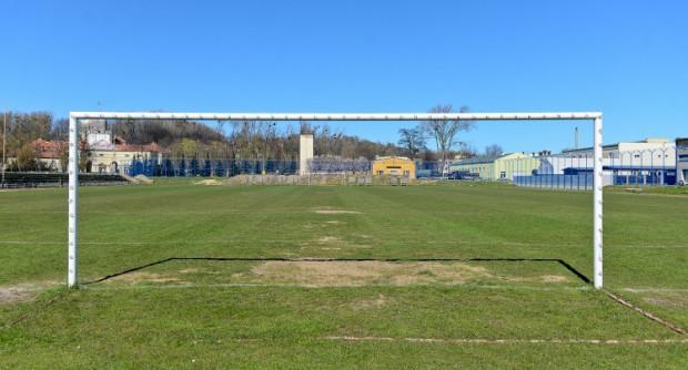 Ostatnio lekkoatleci trenowali na boisku przy Śmidowicza, ale od września 2015 roku to teren wojskowy.