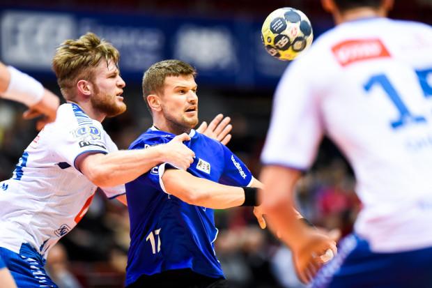 Jacek Sulej (w środku) i jego koledzy przyzwoicie wypadli na tle wicemistrzów Polski, ale to nie wystarczyło do zwycięstwa.