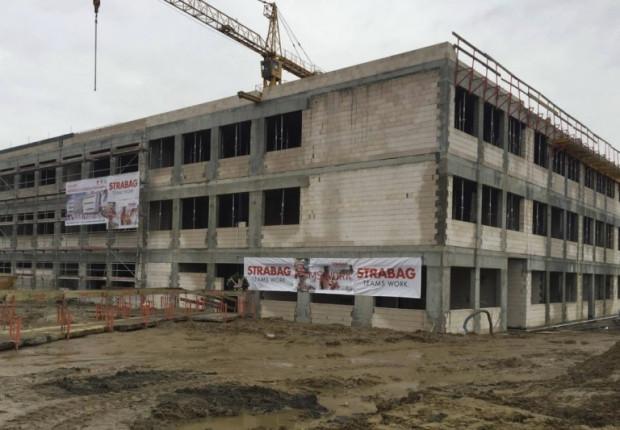 Prace przy budowie Metropolitalnej Szkoły w Kowalach nabierają tempa. Uczniowie rozpoczną naukę już 1 września 2018 roku.