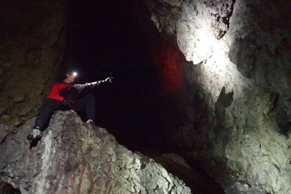 W Jaskini Łabajowej u wylotu z Doliny Będowskiej