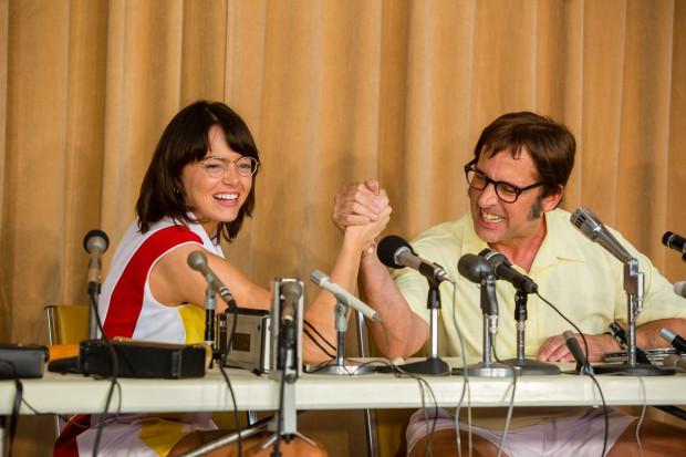 Billie Jean King (Emma Stone) i Bobby Riggs (Steve Carell) stają do tenisowego pojedynku, w którym każde z nich gra o inną stawkę. Ona próbuje udowodnić równość kobiet i mężczyzn nie tylko na sportowym boisku. On szuka medialnego rozgłosu, tęskni za sławą i pieniędzmi, a przy okazji chce utrzeć nosa sportowcom w spódniczkach.