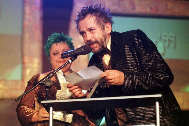 Yach Paszkiewicz z żoną - Magdaleną Kunicką - podczas gali Yachów w 1999 roku. Na przełomie wieków impreza była jednym z najważniejszych wydarzeń w polskim show-biznesie.