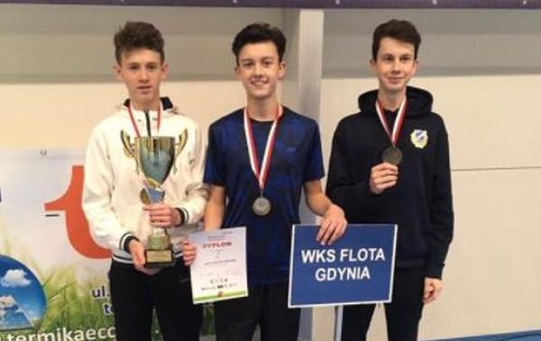 Mistrzowie Polski w kategorii U-14 w hali: Marcel Kamrowski, Filip Pieczonka i Maks Grygołowicz.