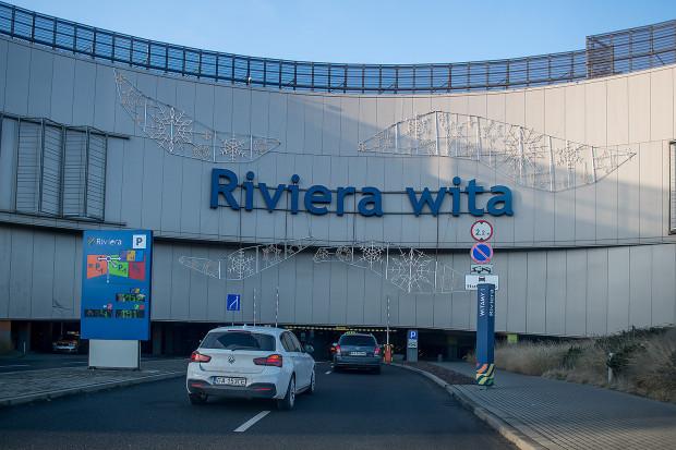 Choć Riviera znajduje się blisko centrum i tuż przy przystanku SKM parkowanie jest tam darmowe. W najbliższym czasie tak ma pozostać.