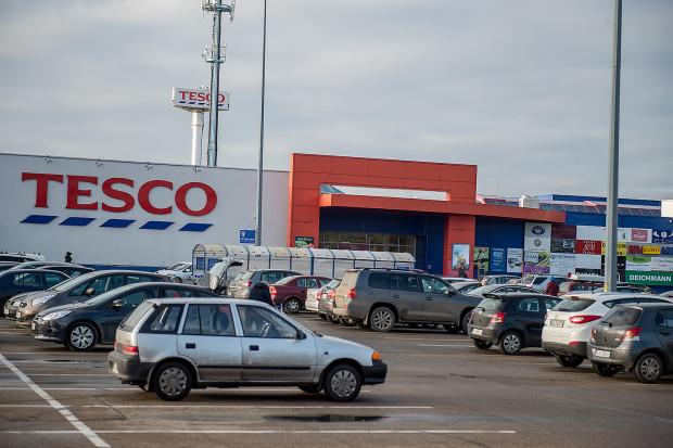 Parkingi przy sklepach Tesco w Trójmieście, podobnie jak innych sieci w podobnych lokalizacjach są darmowe.