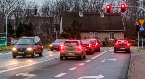 Na skrzyżowaniu po otwarciu przejazdu ul. Derdowskiego w kierunku Kosakowa robią się korki.