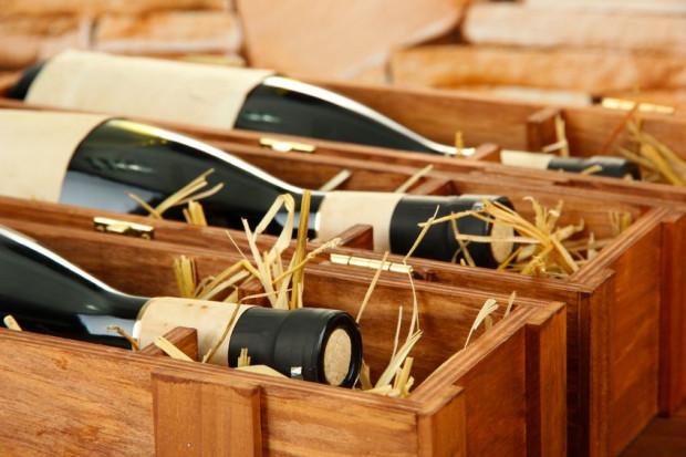 Butelka dobrego wina jest jednym z najczęściej wybieranych prezentów.