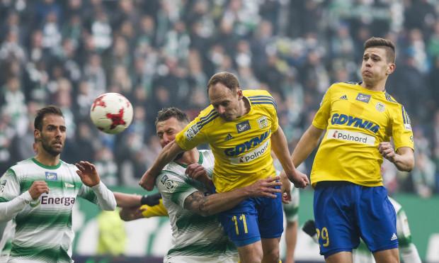 Arka Gdynia i Lechia Gdańsk są najczęściej faulującymi drużynami w tym sezonie w ekstraklasie. Natomiast indywidualnie najwięcej razy przepisu przekroczył Marco Paixao (na zdjęciu z lewej).