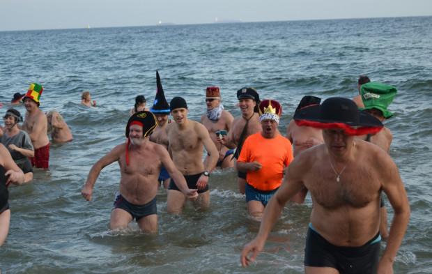 Najbardziej popularne, odświętne spotkania morsów odbywają się w Trójmieście 1 stycznia, ale na miłośników kąpieli zimą można natknąć się niemal codziennie na naszych plażach.