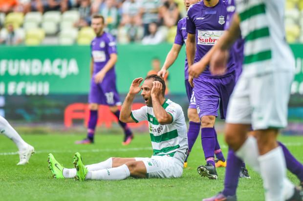 Jeszcze w poprzednim sezonie Lechia Gdańsk walczyła o mistrzostwo Polski. Teraz biało-zielonym bliżej do bronienia się przed spadkiem z ekstraklasy. Na zdjęciu Marco Paixao.
