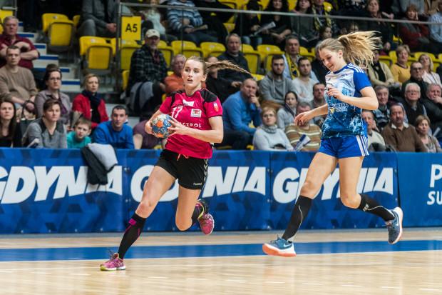 Szczypiornistki AZS Łączpolu AWFiS Gdańsk spokojnie obroniły miejsce w Superlidze. Nie było im jednak dane zagrać kolejny rok w elicie. Zespół wycofano z rozgrywek. Na zdjęciu Adrianna Górna.